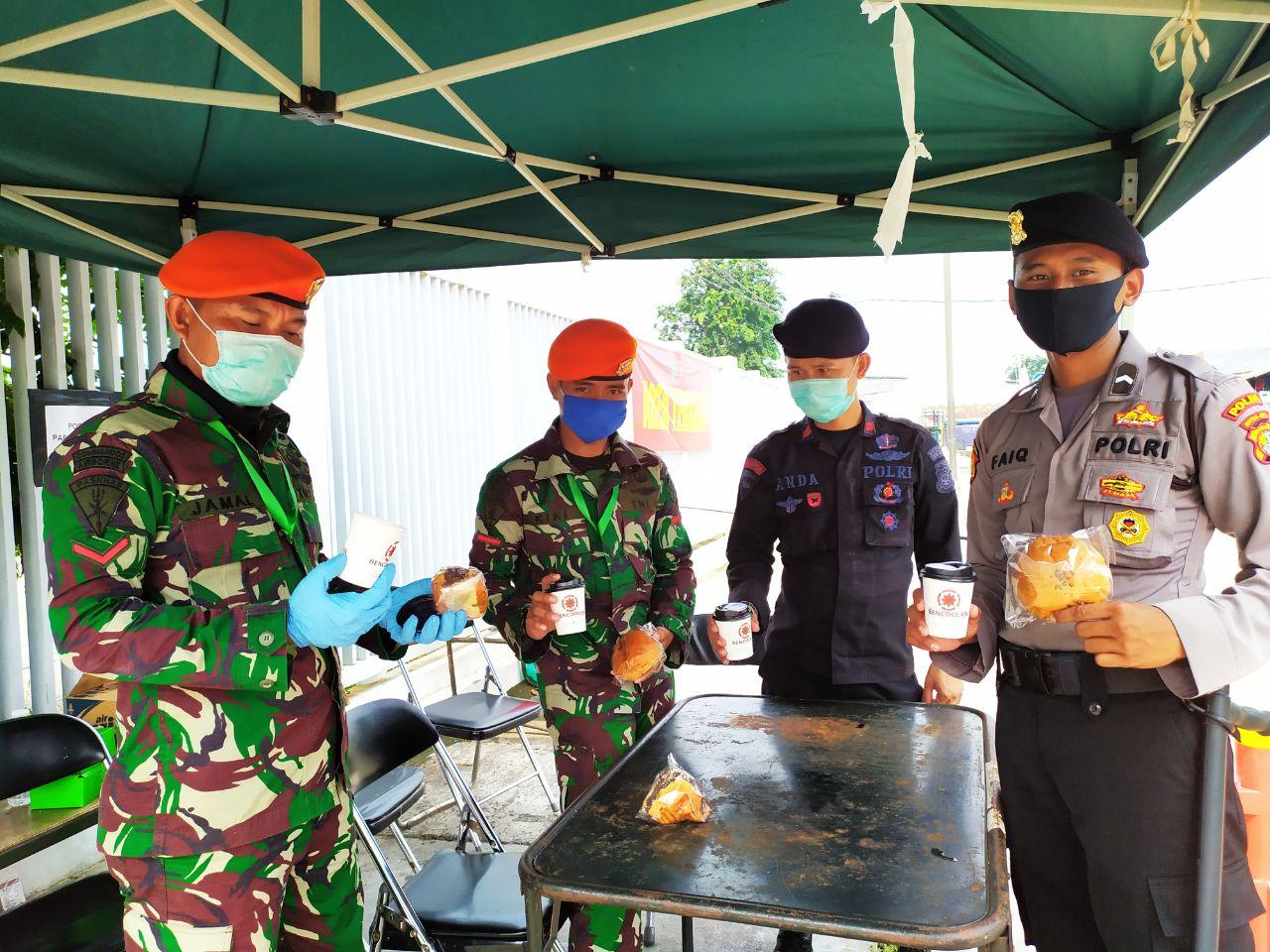 Para Petugas TNI Rela Meninggalkan Istri dan Anak  Demi Menjaga Wisma Atlet